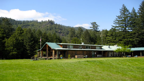 Half Moon Bar Lodge on the Rogue River